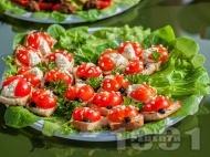 Рецепта Детски сандвичи калинки с чери домати и крема сирене